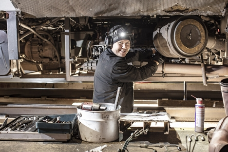 Reparatör i verkstaden
